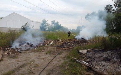 Pożar składowiska desek Klaudyn ul. Sikorskiego