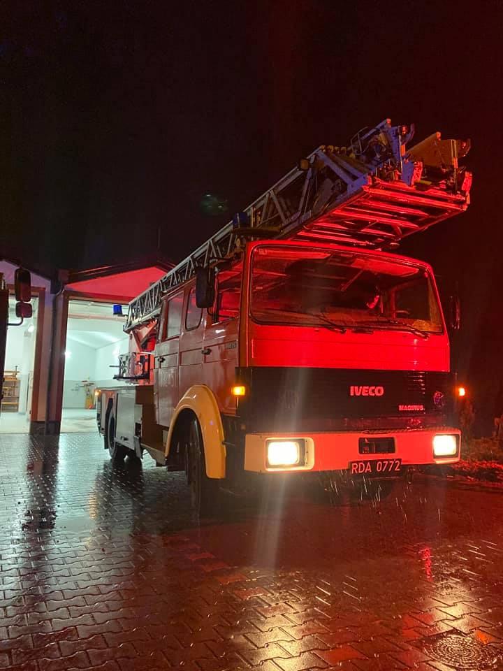 Wóz strażacki z drabiną mechaniczną w OSP Stare Babice