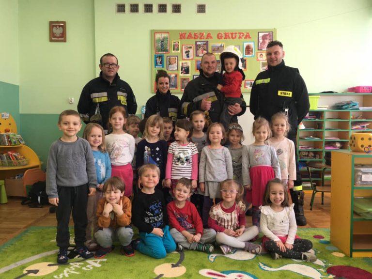 Wizyta babickich strażaków w  przedszkolu w Starych Babicach